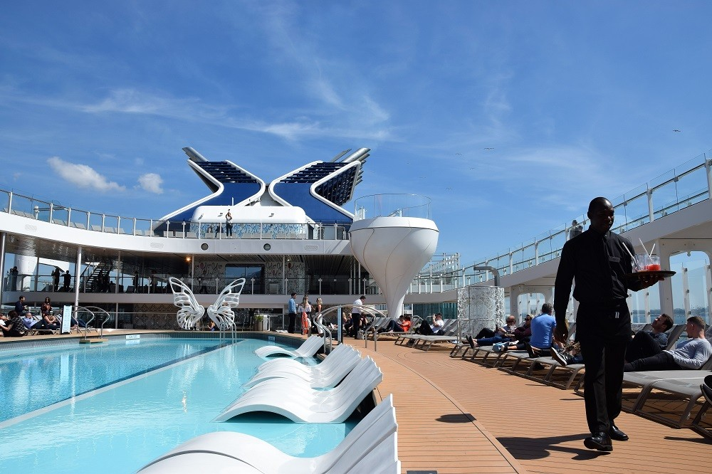 Caribische Apex Cruise 2020 - Celebrity Apex - pool deck
